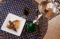 waterpijp en Arabische maaltijd Stock Foto