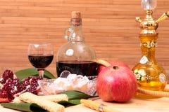 Waterpijp, wijn en snoepjes Stock Fotografie
