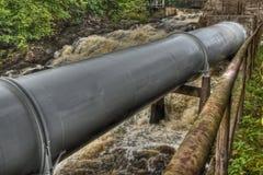 Waterpijpen van de oude waterkrachtcentrale in HDR Stock Afbeeldingen