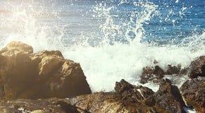 Waterplons op Rocky Coastline Royalty-vrije Stock Foto