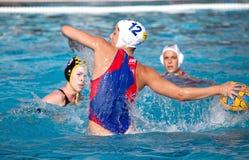 Waterpolo Frauenspieler lizenzfreie stockbilder