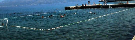 Waterpolo im adriatischen Meer Stockbild