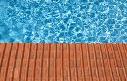 Waterpool en tegels Stock Foto's