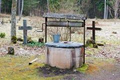 Waterput in de begraafplaats royalty-vrije stock foto's