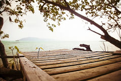 Waterscape με την ξύλινη αποβάθρα Koh Samui Στοκ Εικόνες
