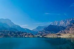 Waterscape com céu azul - Muscat, Omã, Imagem de Stock Royalty Free