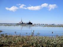 Waterscape: Como os navios entram Fotografia de Stock Royalty Free
