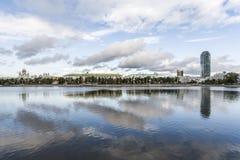 Waterscape de Ekaterimburgo Imagen de archivo libre de regalías