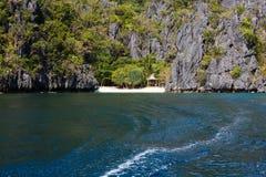 Waterscape El Nido, Bacuit fjärd, Palawan ö, Palawan landskap, Filippinerna Royaltyfria Bilder