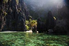 Waterscape El Nido, Bacuit fjärd, Palawan ö, Palawan landskap, Filippinerna Arkivbild