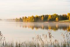Waterscape sereno do outono imagens de stock