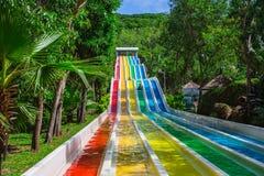 Waterslide coloré dans le parc aquatique de Vinpearl Photo libre de droits