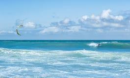 Watersportachtergrond De activiteit van het Kitesurfingsvrije slag Royalty-vrije Stock Afbeelding