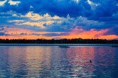 Watersporten, het varen die, het kayaking, op het Buffelsny meerpark ontspannen Royalty-vrije Stock Afbeelding