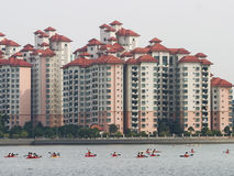 Watersporten in metropool royalty-vrije stock afbeelding