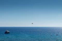Watersports und Strand an der goldenen Bucht, Malta, Europa Lizenzfreies Stockbild