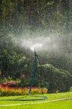 Watersproeier in tuin Royalty-vrije Stock Afbeeldingen