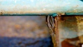 Waterstromen van de barsten van de pijp stock videobeelden