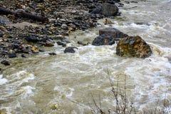Waterstroom in de Vallei van Naran Kaghan, Pakistan Royalty-vrije Stock Foto