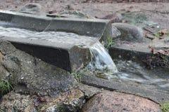 Waterstroom die vreedzaam stromen Royalty-vrije Stock Afbeelding