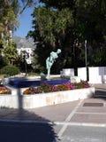 Watersurfer-Statue auf der Esplanade durch den Strand im November in Marbella Andalusien Spanien Stockfotos