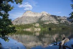 Waterton jeziora odbicia Zdjęcia Royalty Free