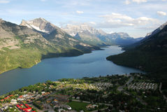 Waterton village and lake Royalty Free Stock Photos
