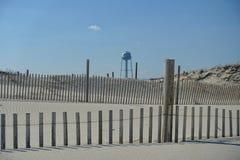 Watertoren door de kust van Jersey Stock Afbeeldingen