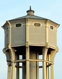 Watertoren met het grote reservoir voor drinkwater royalty-vrije stock afbeeldingen