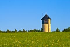 Watertower z gwałtów polami Obraz Stock