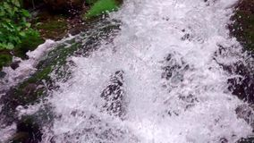 waterval in berg stock video