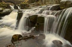 Waterval bij Drie Graafschappenhoofd stock foto