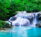 Waterval bij het Nationale Park van Erawan, Kanchana-buriprovincie, Thailand Royalty-vrije Stock Fotografie