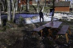 Waterval bij lockömolen in Zweden stock afbeeldingen