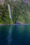 Waterval bij Milford-Geluid, Nieuw Zeeland Stock Fotografie