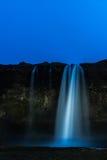 Waterval bij nacht Stock Foto's