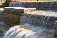 Waterval bij park Stock Afbeeldingen