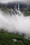 Waterval boven Lovatnet Meer, Noorwegen Stock Foto