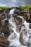 Waterval in de berg royalty-vrije stock afbeelding