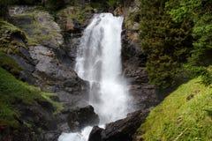 Waterval in de berg stock fotografie