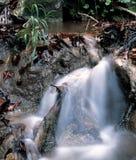 Waterval in de bergen Stock Foto's