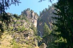 Waterval in de bergen. Himalayagebergte. Stock Fotografie