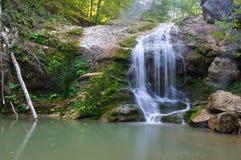Waterval in de bergen van Adygea-republiek Rusland Stock Foto's