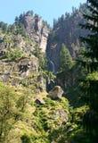 Waterval in de bergen. Vashisht. Royalty-vrije Stock Afbeeldingen