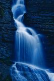 Waterval in de nacht Stock Afbeelding