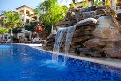 Waterval in de pool Stock Fotografie