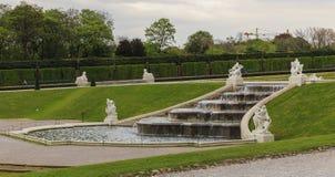 Waterval in de tuinen van Belvedere Paleis royalty-vrije stock foto