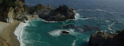 Waterval in de Vreedzame Oceaan Royalty-vrije Stock Afbeelding