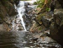 Waterval in de wildernis. Royalty-vrije Stock Foto