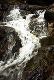 Waterval in de wildernis. Royalty-vrije Stock Foto's